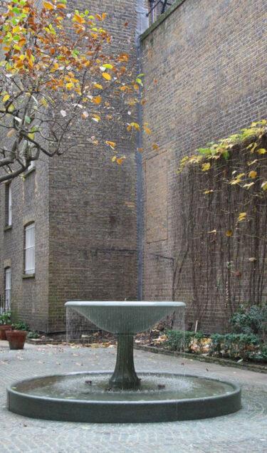 Private Fountain, Kensington - Chris Dyson Architects